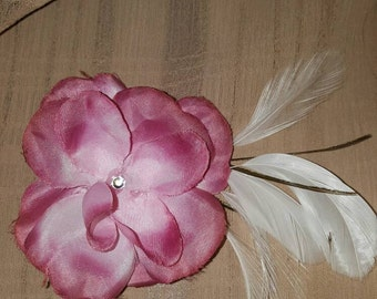 Pink flower with white feathers hair clip