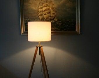 Tripodlampe from oak and brass floor lamp