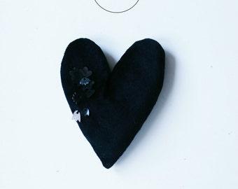 HEARTINABOX brooch .7