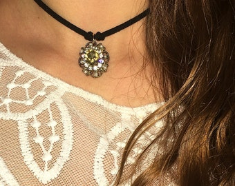 Vintage Royal Choker <3