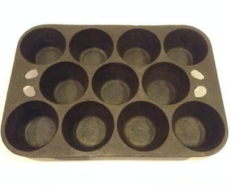 Vintage Heavy Grade Cast Iron Muffin / Cupcake / Cornbread Baking Tray Impressed with Made in Taiwan