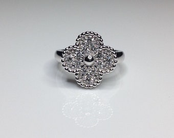 Estate 18k White Gold 0.50 CTW Diamond Clover Flower Motif Ring 6.4 Grams Size 6.5