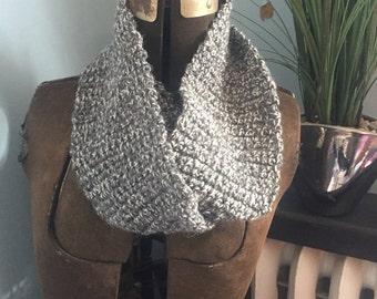 Infinity scarf in grey & white