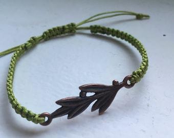 Braided green bracelet with bronze leaf