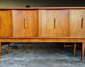 Mid Century Modern Dresser / Credenza / Buffet / Sideboard
