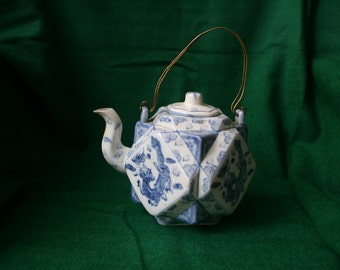 blue and white chinese porcelain teapot