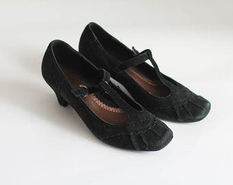 Black Mary Janes 1970s Shoes Heel Vintage Suede Leather Women Girl Teen Retro Unique Classic Look Elegant Smart Style