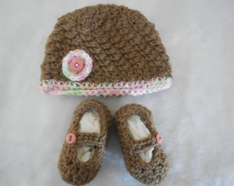 crochet baby hat ~ crochet baby booties ~ 0-3 month baby girl ~ brown hat and booties