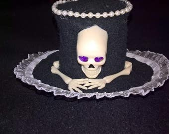Mini top hat, skull and bones