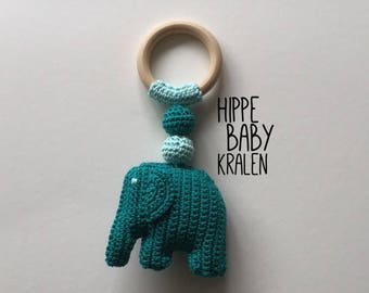 Wooden teething ring with crochet olitant
