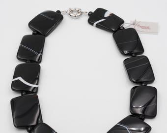 Striped black agate necklace and multifaceted, slipped to nodes with metal nickel free