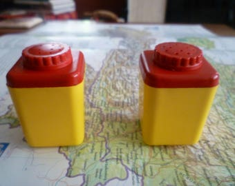 1950s yellow and red salt and pepper shakers