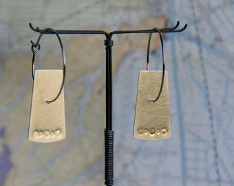 Geometric minimalist / African, Bohostyle style earrings hoops Bohemian Earrings from MessingTrapez square geometric