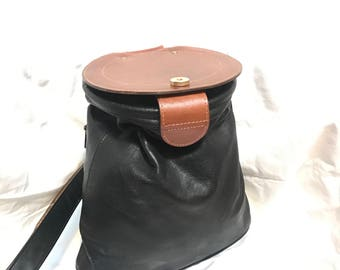Vintage Y.A.L. New York Leather purse with circle lid