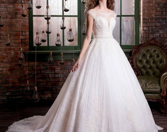 Furnish wedding  dress with a style  and flower embroidery