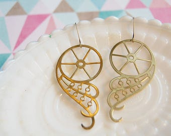 brass scrolling bicycle wheel steampunk dangle earrings - vintage inspired