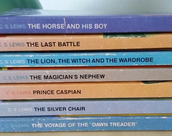 Chronicles of Narnia 7 book paper back set / 1974 printing / C S Lewis fiction children's juvenile young adult book set /