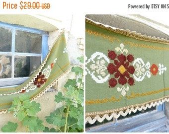 ON SALE 20% Vintage Tyrol Austria East Europe handmade folk embroidered centerpiece of table/tablecloth/doily / floral pattern / cotton on l
