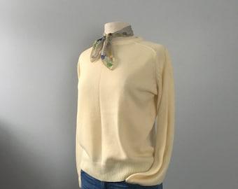 vintage pale yellow sweater knit sweater Hudsons / boyfriend sweater / lightweight sweater slouchy oversized sweater
