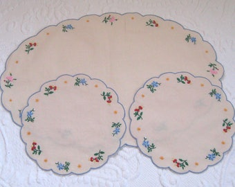 doilies . lot of 3 . oval and round doilies . turkish doily . flower embroidered doily