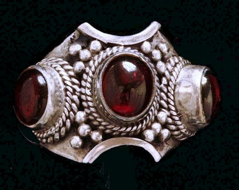 Handsome Vintage Garnet & Silver Ring