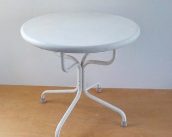 Vintage Metal Round Lawn Table • Mid Century Patio Side Table • Vintage Aluminum Lawn Table