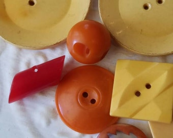 Vintage Buttons -Mid Century Modern mix of butterscotch, orange and red celluloid or Bakelite lot of 8 and old and sweet(feb99 17)