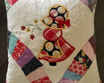"Vintage Quilted Pillow. . . Appliqué  SUN BONNET SUE . . . Double Wedding Ring Pattern . . . 14"" Decorative Pillow"