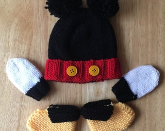 Preemie baby hat, booties, and mitts set