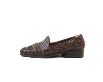 Brown Woven Leather Shoes Modern Day Slip On Sandals 1990s Boho Braided Weave Fall Loafers Shoes Closed Toes Preppy Shoes Womens size 7