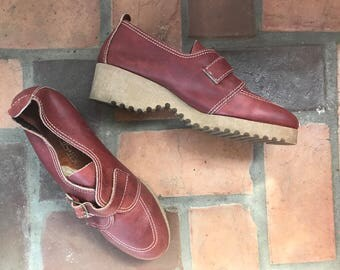 1970s Vintage Leather Platform Sweet Steps Buckle Shoes  9