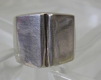 Ring  ..Sterling..Size 6 1/2..925 Mexico