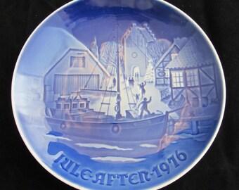 "Bing and Grondahl Blue and White Christmas Plate ""Christmas Welcome"" 1976 Vintage Danish Porcelain"
