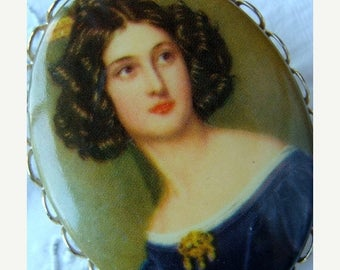 ONSALE Antique Edwardian Victorian portait brooch gold frame