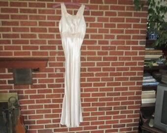Vintage 1930s Glamorous Pale Pink Silk Ladies Nightgown