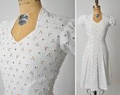 S A L E 1930s dress / pinwheel white eyelet dress / Sweetheart dress /  30s dress .. XS XXS