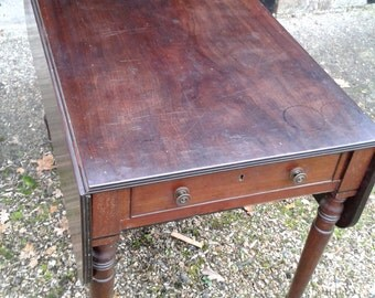 Vintage Pembroke Table - Early 20th Century