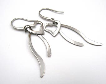 NEW Stainless Steel Dangling Heart Earrings (ERSS119)
