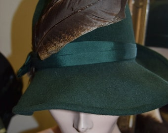 1930's Hunters Green Cloche with removable feather detail