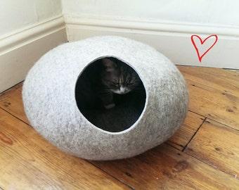 Cat Cave / cat bed - handmade felt - Grey - S,M,L,Xl + free felted balls