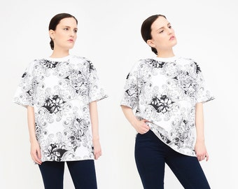 Vintage 90s T-shirt - French Damask Floral Print Shirt - 1990s Oversize Shirt - Pocket T-shirt Unisex Tee Shirt White Black XS S