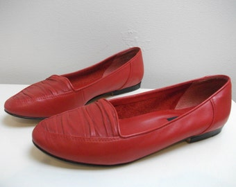 Red leather 80s Nine West Skimmers, Size 7