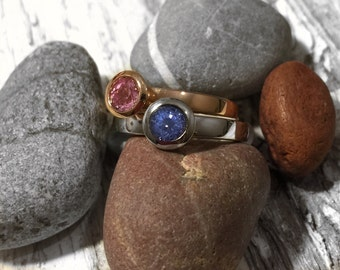 18ct Rose or White Gold Stacking Rings With a Pink or Blue Sapphire.