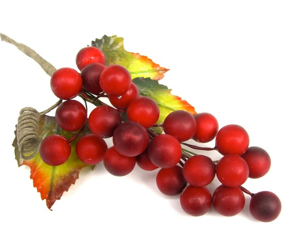 5 artificial red berries grapes christmas wreaths arrangement gift wrap craft supply wire stems leaves destash from eastlemon on etsy