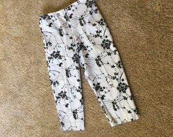 Womens Lord and Taylor Black & White Capri