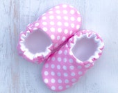 Pink Polka Dot Baby shoes - pink baby booties - toddler shoes- baby moccasins - baby girls shoes