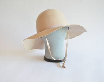 Vintage 1970s CREAM felt hat with chin-strap
