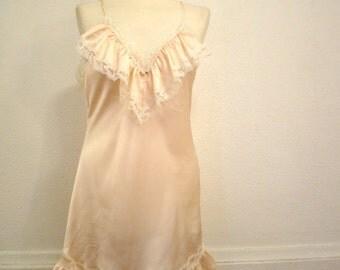 ON SALE Vintage 80s / Lilly Of France / Peach / Lace / Boudoir / NIghtie / MEDIUM