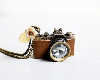 Camera Necklace. brown leather camera necklace. camera pendnt necklace. vintage wedding bridesmaid gift. birthday. friendship neckla