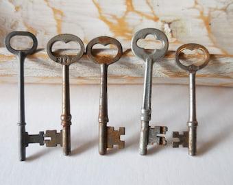 5 vintage Keys antique barrel keys decorative drawer cabinet padlock hardware salvage jewelry Supplies gothic steampunk Lot 7